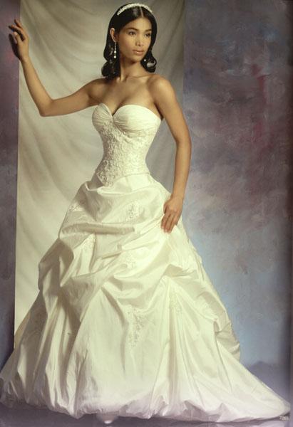 80aff6ed4f Esküvő katalógus - Esküvői ruhaszalon, bérelhető esküvői ruha ...